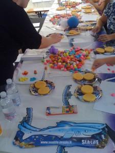 Organizzazione Eventi aziendali: tavolino con happy mais colorato