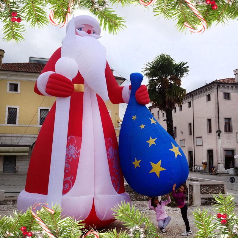 Addobbi Natalizi Giganti.Gonfiabili Di Natale Giganti E Villaggi Di Natale Gonfiabili