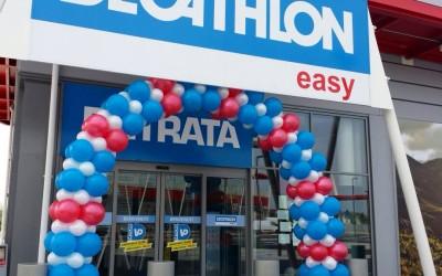 Allestimento palloncini personalizzati con logo per inaugurare Dechatlon