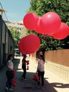 inaugurazione con palloncini personalizzati rossi